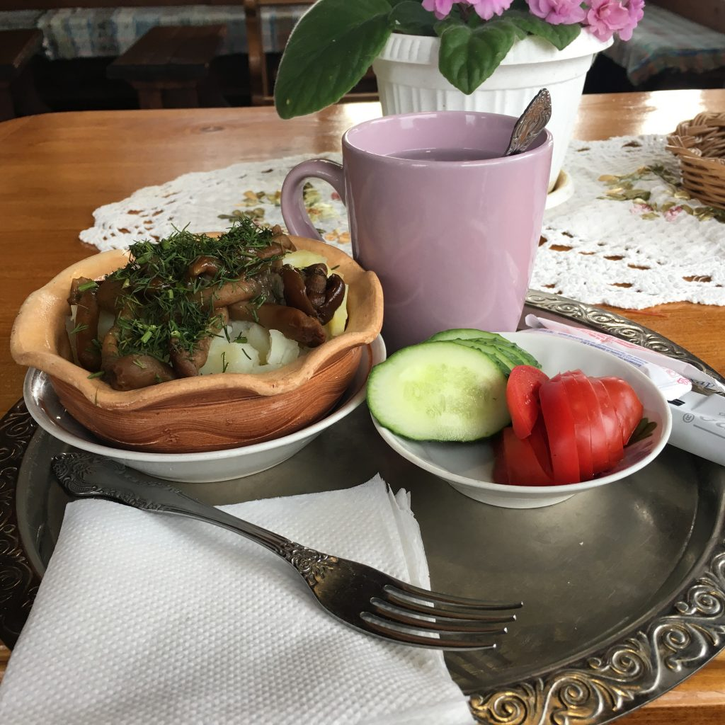 Chainaya Suzdal green tea and potato mushrooms