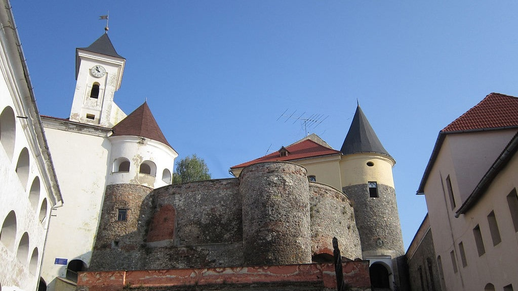 Palanok_Castle_in_Mukachevo_(Main_view)